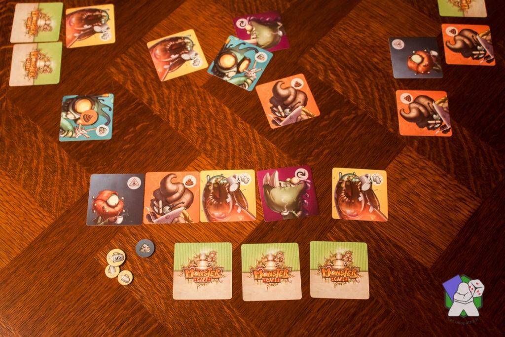 Les premiers Monstres sont envoyés au centre de la table.