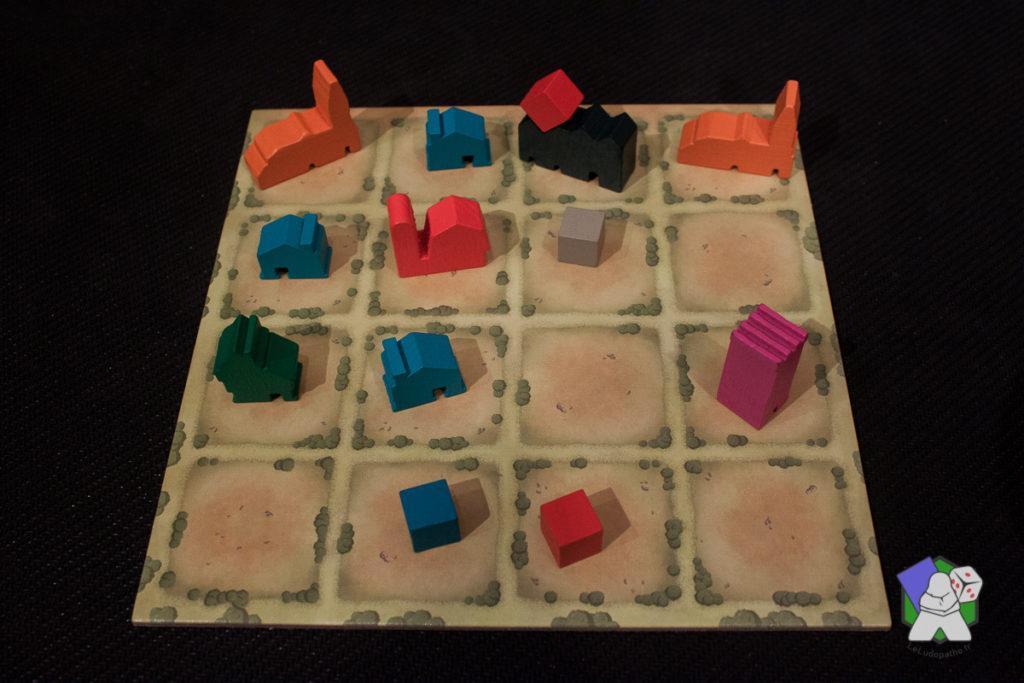 Le plateau de jeu, des bâtiments et des ressources