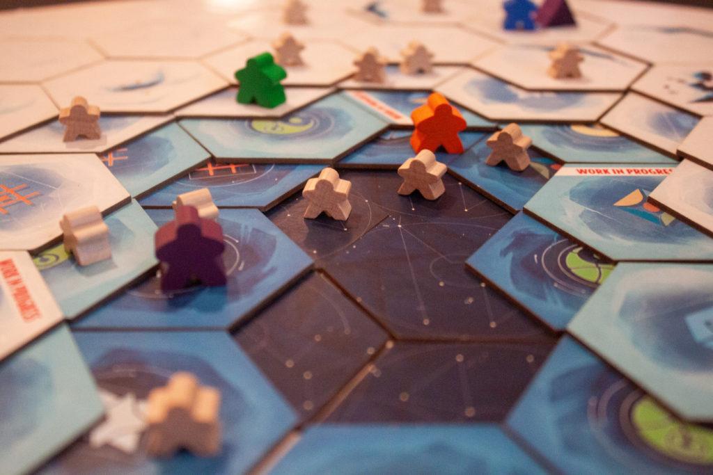 Leaders et Archéologues en pleine expédition dans le monde de ICE